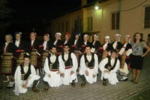 Παρουσίαση παραδοσιακών χορών στο 1ο δημοτικό σχολείο Μακροχωρίου