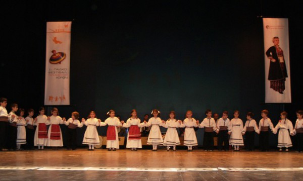 Το Σαββατοκύριακο η Βέροια γέμισε με παιδιά με παραδοσιακές φορεσιές