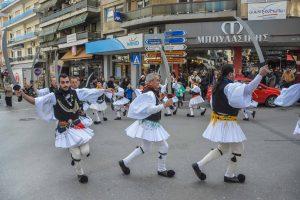 """Αναβίωσε τα """"Ρουγκάτσια"""" το Λύκειο Ελληνίδων στους δρόμους της Βέροιας"""